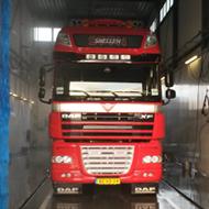 Vrachtwagen van SSTN in de wasstraat van A30 Trucks