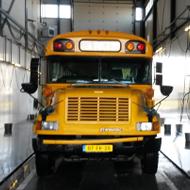 Bus van Guppy in de wasstraat van A30 Trucks
