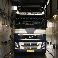 Vrachtwagen van Jan Zandbergen in de wasstraat van A30 Trucks