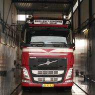 Vrachtwagen van Snellen Expeditie in de wasstraat van A30 Trucks