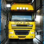 Vrachtwagen van Tulp Bijl in de wasstraat van A30 Trucks