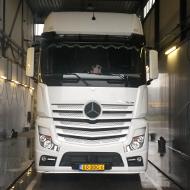 Vrachtwagen van Simon Loos in de wasstraat van A30 Trucks