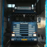 Vrachtwagen van Thomassen in de wasstraat van A30 Trucks