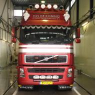 Vrachtwagen van Tijs de Koning in de wasstraat van A30 Trucks