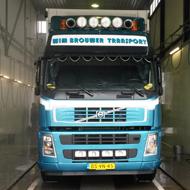 Vrachtwagen van Wim Brouwer Transport in de wasstraat van A30 Trucks