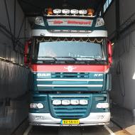 Vrachtwagen van Top Transport in de wasstraat van A30 Trucks