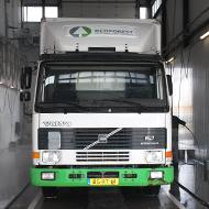 Vrachtwagen van Van Veldhuizen Energie in de wasstraat van A30 Trucks