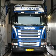 Vrachtwagen van Jan Vernooij in de wasstraat van A30 Trucks