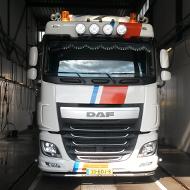 Vrachtwagen van Nap Transport in de wasstraat van A30 Trucks