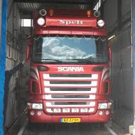 Vrachtwagen van Spelt Transport in de wasstraat van A30 Trucks