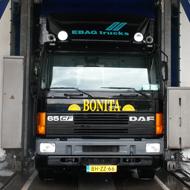 Vrachtwagen van Fred van Heusden in de wasstraat van A30 Trucks