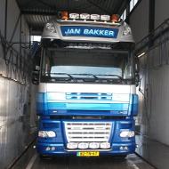 Vrachtwagen van Jan Bakker in de wasstraat van A30 Trucks