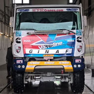 Vrachtwagen van Ginaf in de wasstraat van A30 Trucks