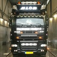 Vrachtwagen van Klok in de wasstraat van A30 Trucks